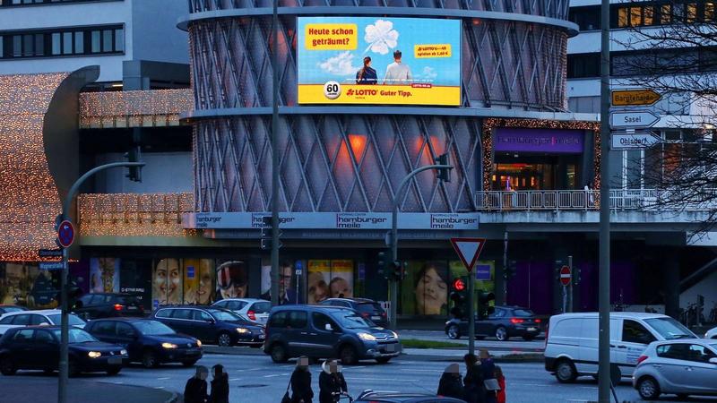 Poolone Giant Media Hamburg Hamburger Meile